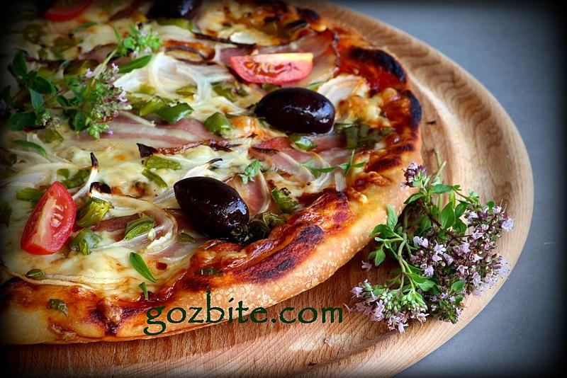 вкусна пица с бекон