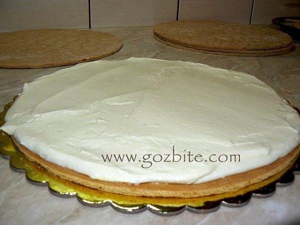 сглобяване на медена торта
